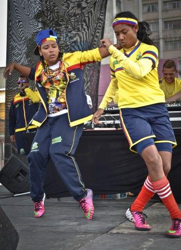 A la pause, des joueuses colombiennes improvisent une danse hip hop.