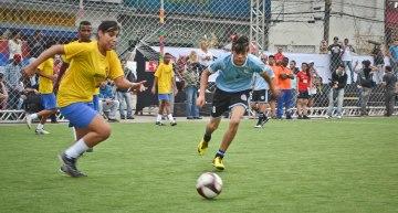 Dans un objectif de lutte contre la discrimination, les équipes sont mixtes.